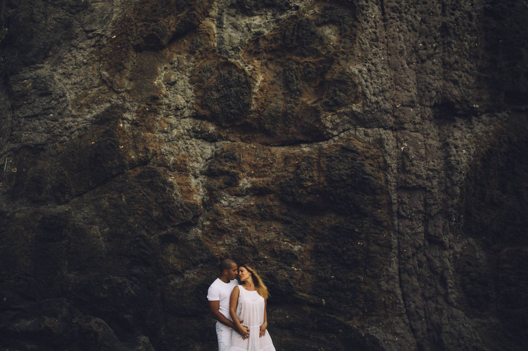 Kissing at mountain wall